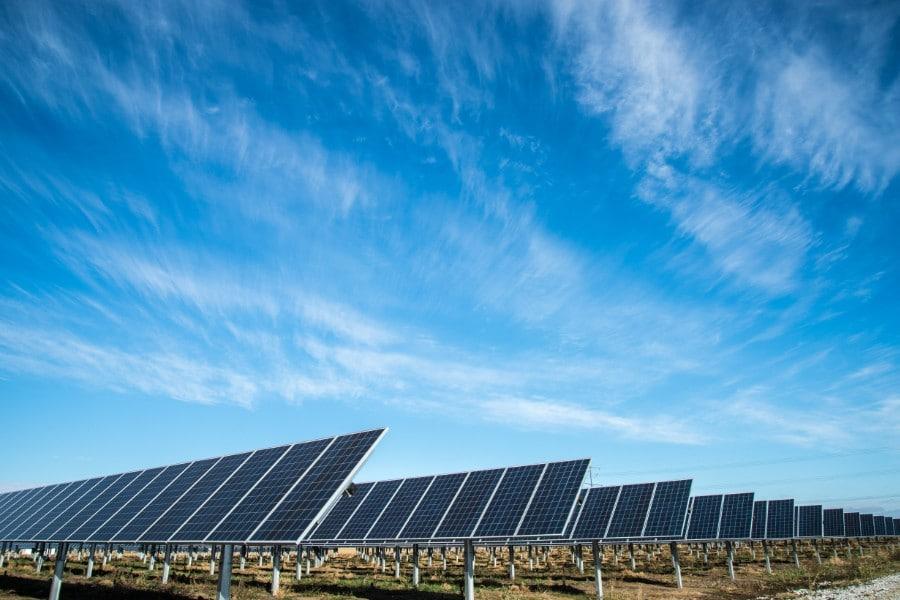 Solaranlagen auf einem Feld