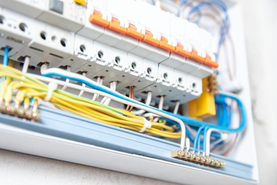 Gehäuse für Elektrotechnik und Elektroinstallation. Schaltschrank mit hoher IP Schutzart.