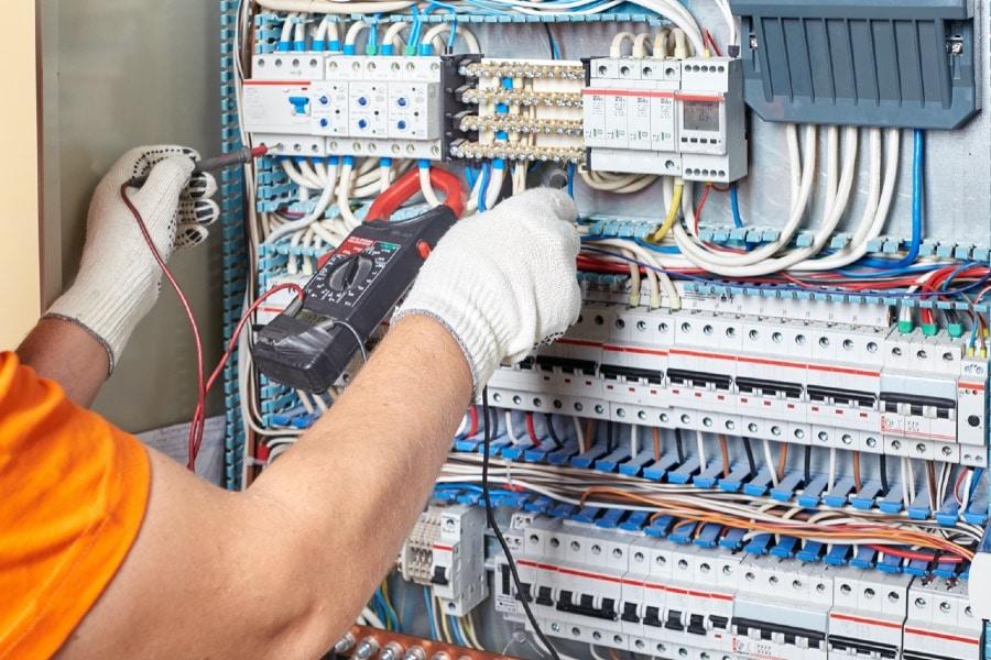 Gehäuse und Wandschränke für Elektrotechniker direkt vom Hersteller