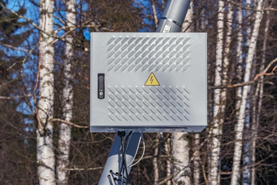 Gehäuse für Telefonanbieter, mit Schutzart IP 69 für die Montage im freien.