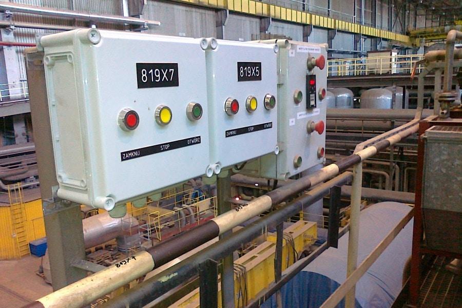 Gehäuse mit Druckknöpfen für den Maschinenbau mit hoher IK Klasse