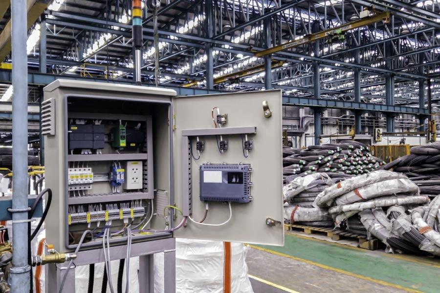 Verteilerkasten und Netzwerkschrank für die Elektrotechnik und Elektroinstallation.