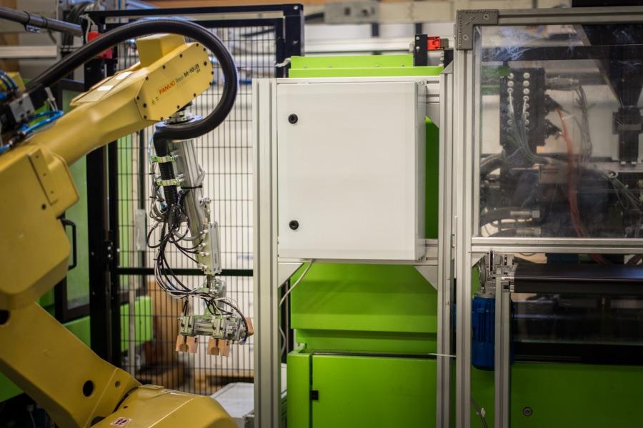 Gehäuse für Maschinenbauer von Boxexpert zur Montage auf Schienen