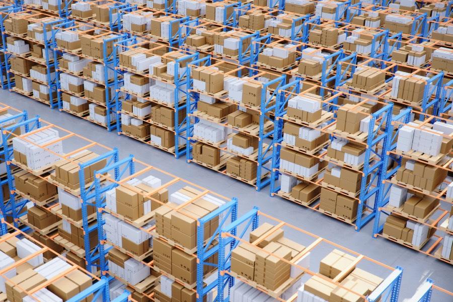 Das Logistikzentrum von Boxexpert sorgt für reichlich Lagerware an Gehäusen